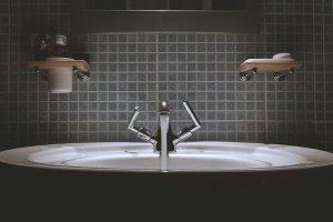 Gadżety do łazienki, czyli co zadba o jej niezrównany nastrój?